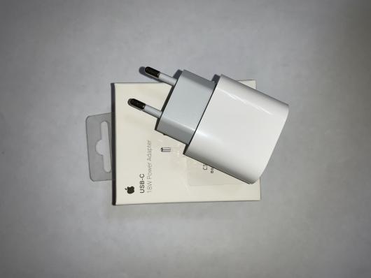 СЗУ USB-C 18W Power Adapter с выходом USB Type-C (MU7V2ZM/A) (белое/коробка)